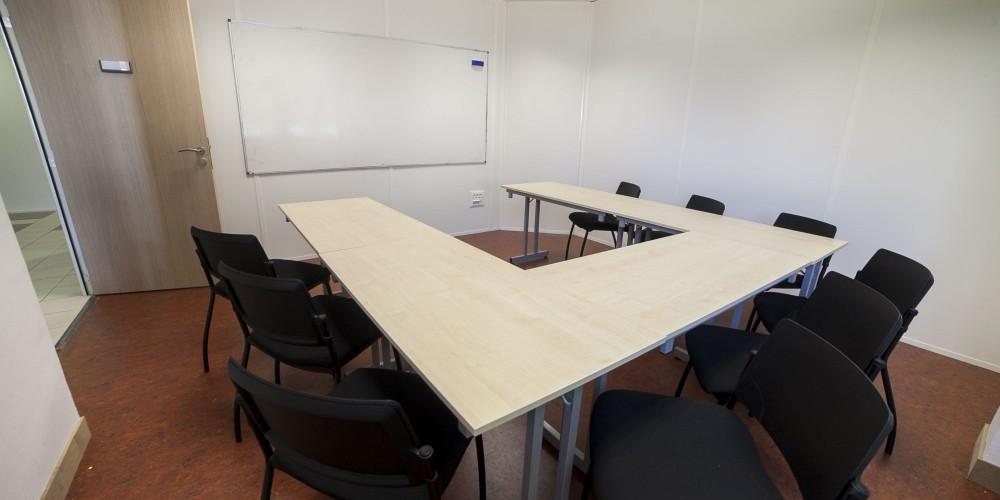 cette salle peut être dotée d'un videoprojecteur