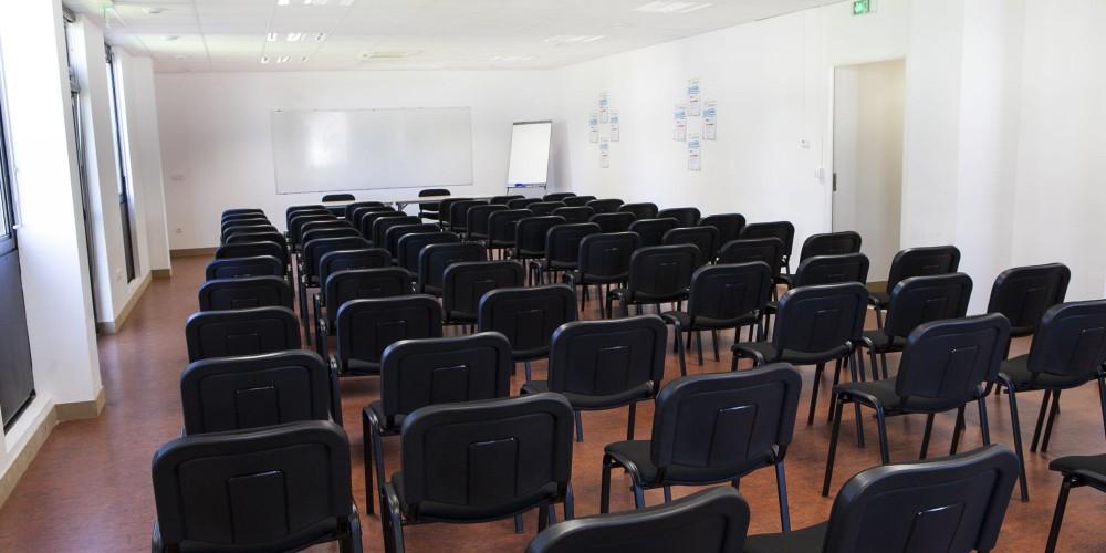 Salle de conférence 95 personnes